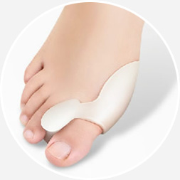 növekszik a lábujjak kezelése között)